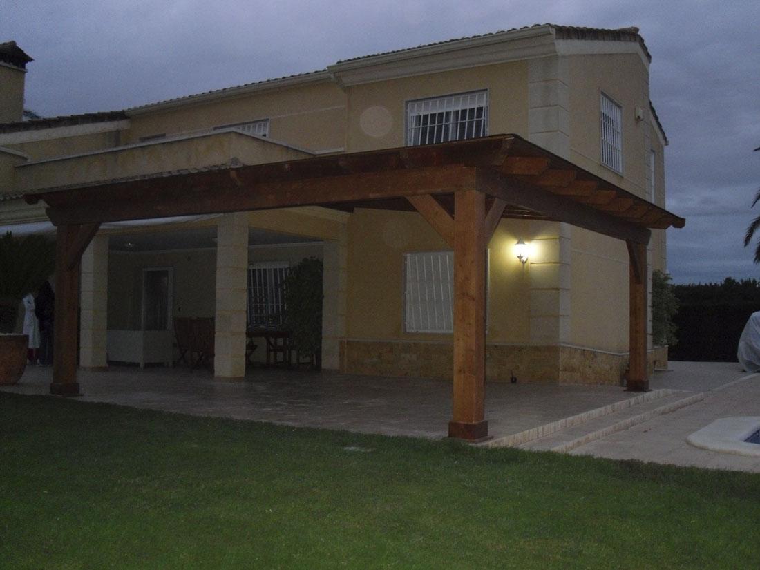 Casa de madera pergola porche y garaje de madera - Madera para porches ...